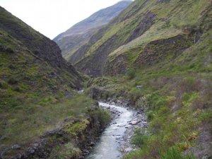 La même rivière que plus tôt, sauf que cette fois nous sommes à côté!