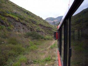 Une photo prise par la fenêtre du train