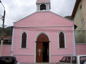 Et finalement, la vraiment trop quétaine église rose d'Alausi