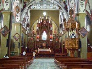 L'intérieur de la magnifique église de Baños