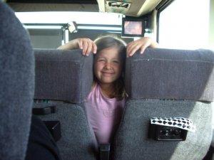 La petite Sophie en autobus